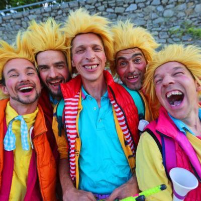 la-timba-del-mundo-batucada-spectacle-les-gosses-de-rythmes-deambulation-musique-clown-04